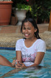 Junges Mädchen im Pool