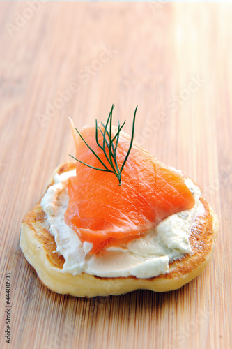 Single smoked salmon canape