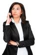 entspannte junge frau telefoniert mobil