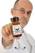 Arzt mit Giftpillen