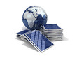 gestapelte Solarpanele mit Globus