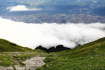 Alpenwiese über den Wolken