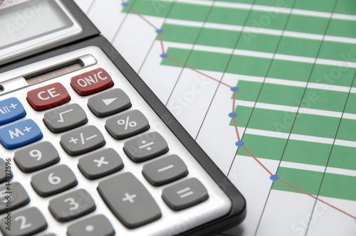ビジネスイメージ―グラフと計算機