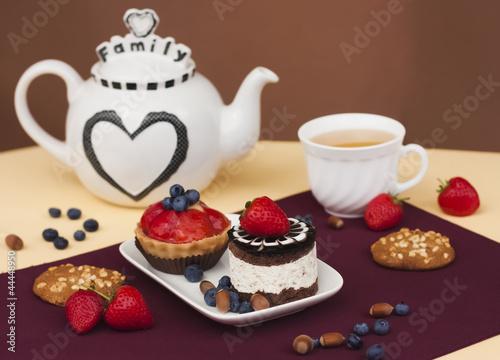 Пирожные с чаем