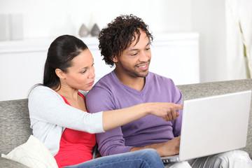 Metis couple using laptop at home