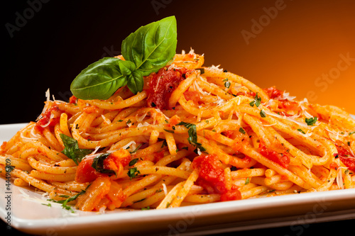 Spoed canvasdoek 2cm dik Restaurant Pasta with tomato sauce and parmesan
