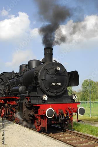 historischer Dampfzug auf der Staudenbahn, Bahnhof Oberneufnach