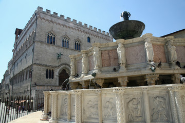 Marble Fontana Maggiore and the palace in Perugia