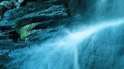 водопад с ультрафиолетовой подсветкой