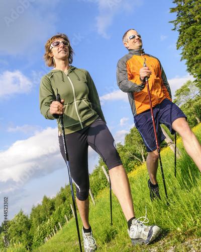 Paar beim Walken