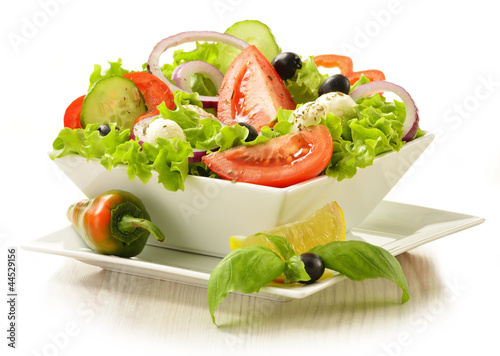 Fotobehang Groenten Vegetable salad bowl isolated on white