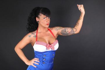 Mujer fuerte, musculosa, segura