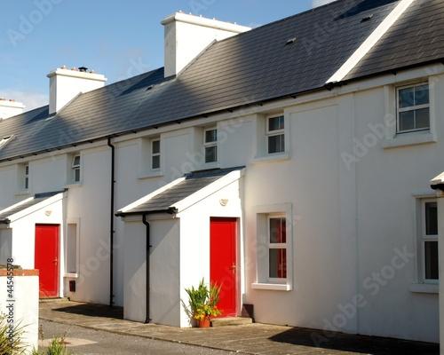 irisches Haus im Sonnenschein