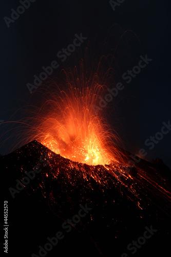 Fototapeten,volcano,magma,exploding,bombe