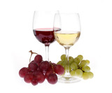 White and red wine with grapes