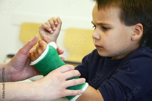 Junge beim Arzt