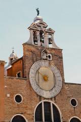 Turmuhr der Chiesa di San Giacometto di Rialto in Venedig