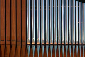 Orgelpfeifen aus Metall und Holz