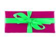 Pinkes Geschenk mit grüner Schleife