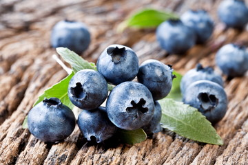 Blueberries with leaves