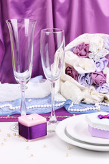 Serving fabulous wedding table in purple color