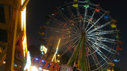 Observation wheel works in evening in park