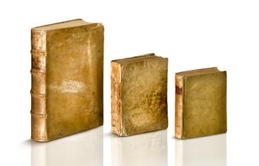 libri antichi in pergamena su bianco