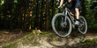 Mountainbiker im Sprung