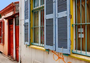 Bunte Häuserzeile in Valparaiso, Chile