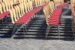unbesetzte Stühle bei einer Veranstaltung