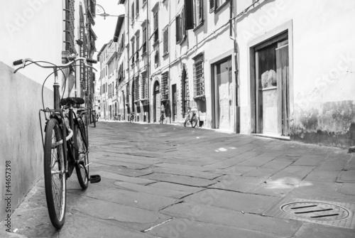 Bike a Tuscany street