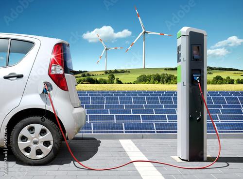 Leinwanddruck Bild E-Car mit Solartankstelle und Windkraft