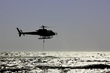 Elicottero antincendio in azione - Fire protection helicopter