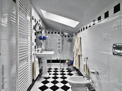 Bagno moderno in bianco e nero nel sottotetto immagini e fotografie royalty free su fotolia - Bagno nel sottotetto ...