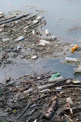 Plastica e rifiuti urbani nei fiumi