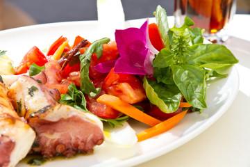 Tintenfisch, Pulpo mit Salat