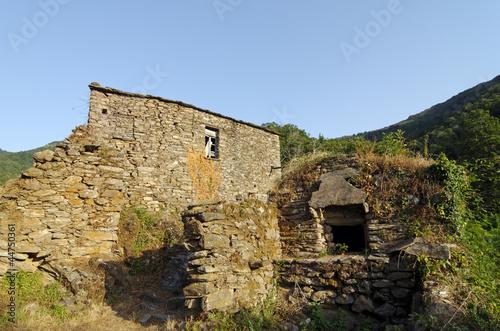 Corse village abandonn de fiuminale en costa verde photo libre - Achat village abandonne ...