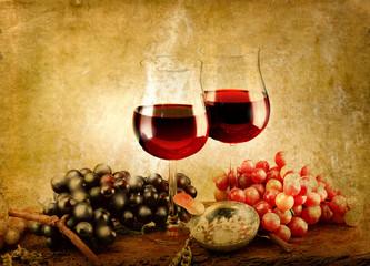 bicchieri di vino su sfondo anticato