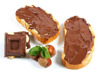 pane con crema al cioccolato e nocciole