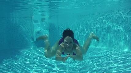 saluer sous l'eau