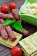 Salamini con crackers e scaglie di parmigiano