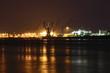 Hamburger Hafenkräne bei Nacht