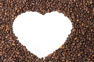 negatives herz aus kaffeebohnen querformat