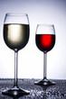 Weingläser im Gegenlicht