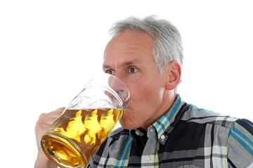 Das Bier schmeckt