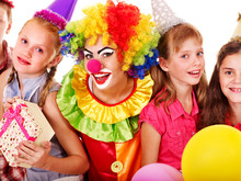 Grupa Urodzinowe Teen z klauna.