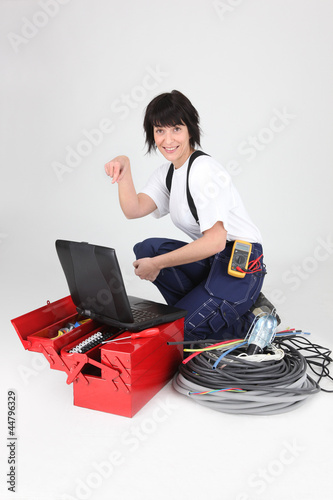 female electrician pointing at her laptop