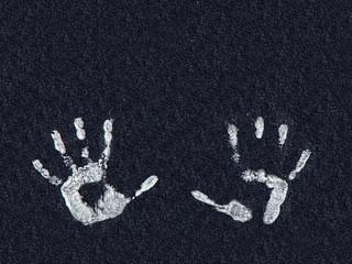 10 weiße finger-abdrucke und schwarzer hintergrund