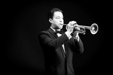 horn player