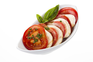 beilage tomaten mit mozzarella mit basilikum